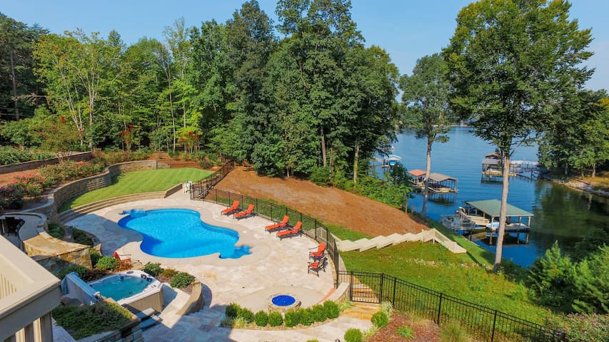 Bluebird Cove Private Lakefront with Pool and Dock - Mooresville - Casa