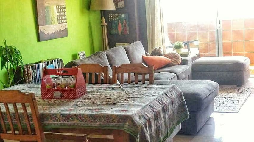 Room with 3 beds 3 people. - Barcelona - Daire