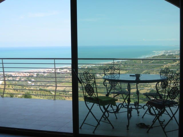 BEAUTIFUL APARTMENT WITH A VIEW ON THE OCEAN - Vasto
