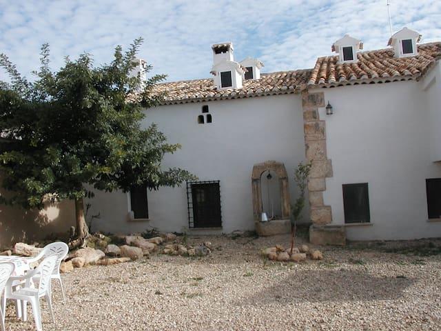 """Casa rural """"La Botica"""". 14-15 pers. - Iniesta - Ev"""