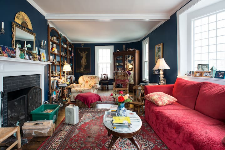 Room for rent in Charming Victorian - Melrose - Casa