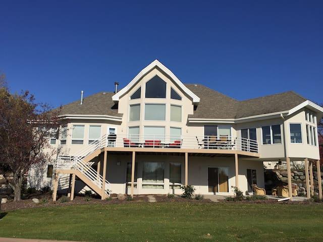 Spacious Home on Championship Golf Course & Casino - Prior Lake - Casa