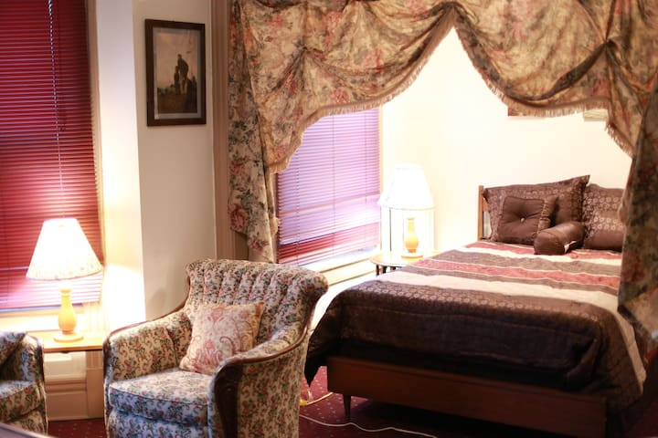 Historical Master Bedroom in the heart of Albany - Albany - Lägenhet