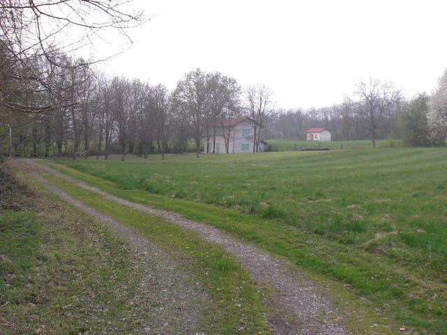 Maison de campagne isolée - Rochetoirin - Huis