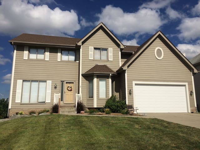 4BR family home with room for everyone - Omaha