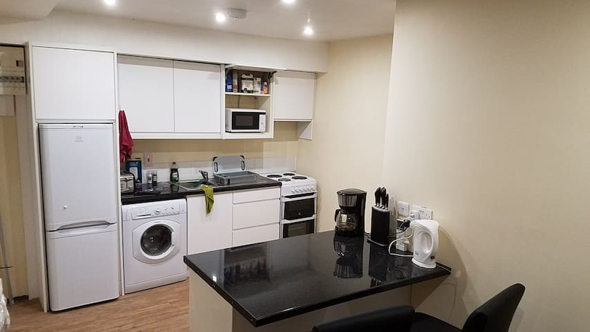 Stay central, enjoy convenience in the Guesthouse - Newcastle West - Daire