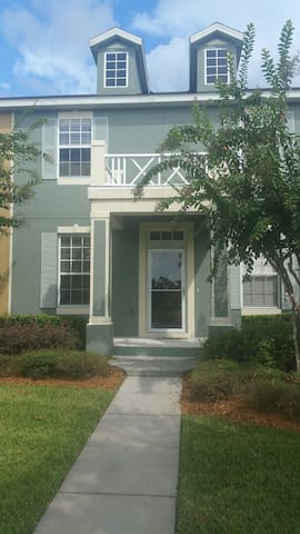 East Orlando Townhouse in Downtown Avalon Park - Орландо - Дом