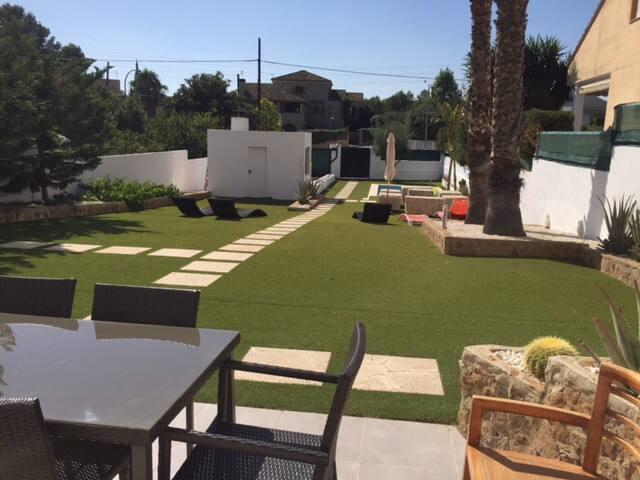Nous partageons notre maison, max 8 pers/3 chbrs - Paterna/La Canyada - Bed & Breakfast