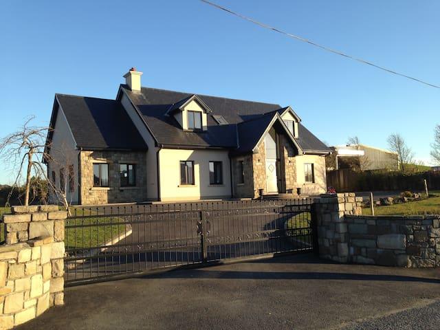 Railway View Bed & Breakfast- Family room - Galway - Bed & Breakfast