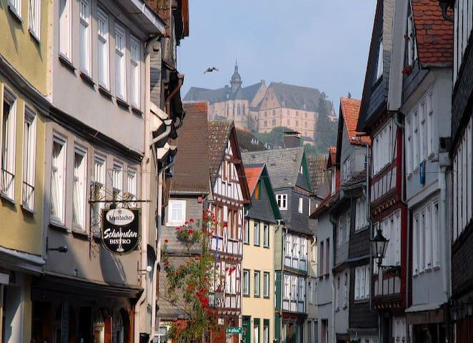 2 ZKB,Idyllisches Fachwerkhaus, Zentral mit Garten - Marburg