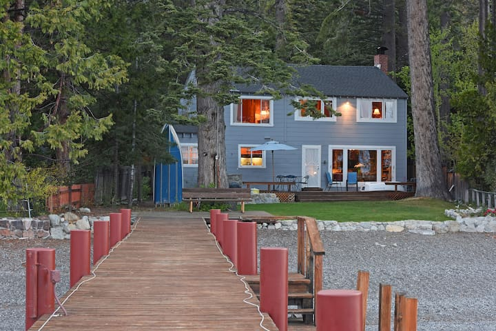 Lakefront Family Home with Private Pier - Homewood - Dom