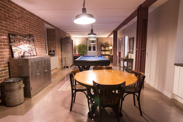 Appartement de style industriel avec parking - Straatsburg - Appartement