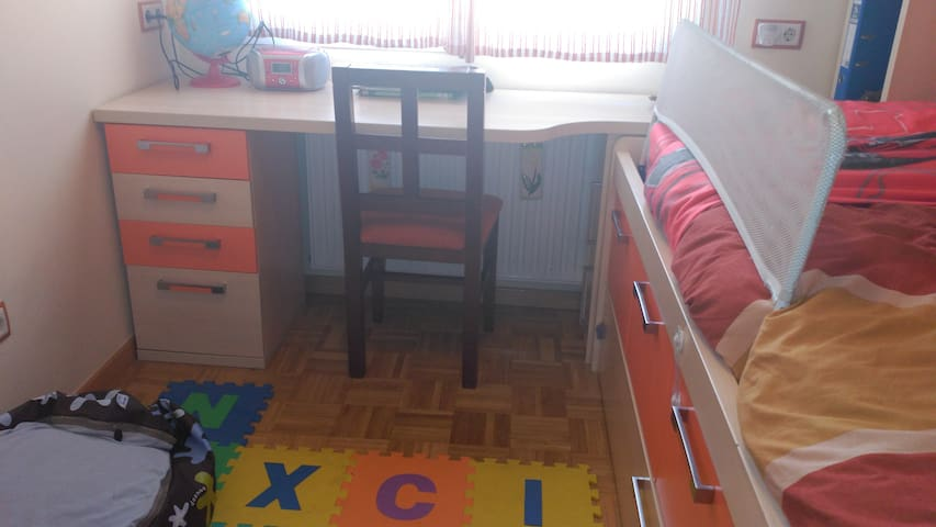Habitación con cama nido (2 camas) en Leganés - Leganés - Haus