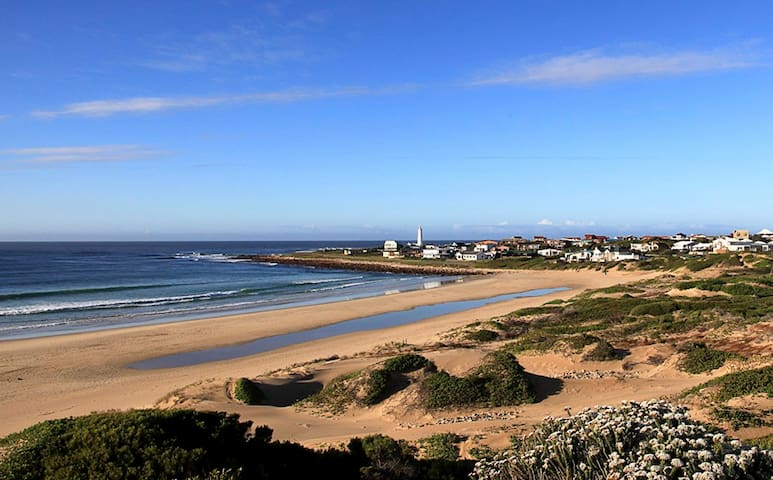 Beach house with great view; right on the beach. - Cape Saint Francis - Huis