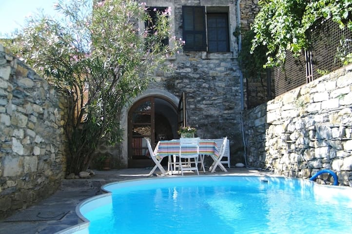 Medieval tower with pool & 360° roof terrace views - Prela' - Casa