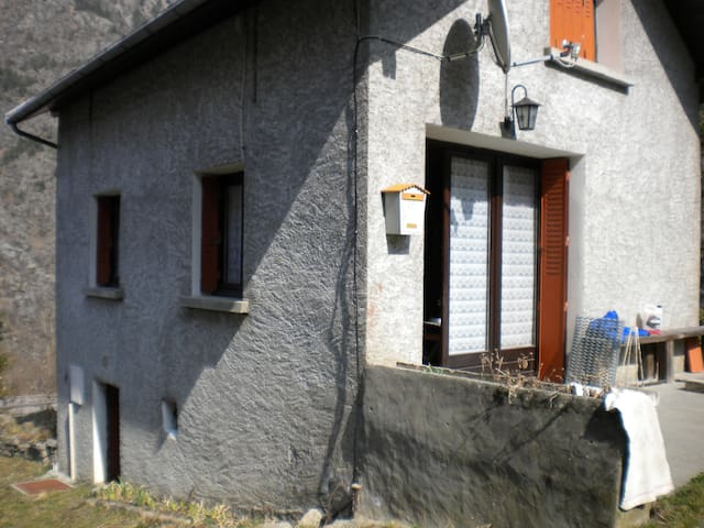 petite maison à la montagne - Entraigues - Casa