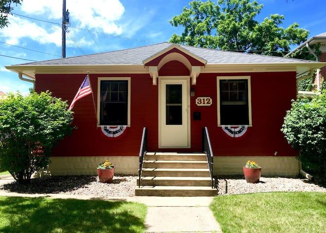 The Historic James Vincent Guest House - La Crosse - Casa