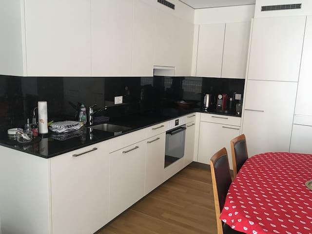 Waldhaus Braunwald- 4.5 Zimmer Wohnung EG - Glarus Süd - Daire