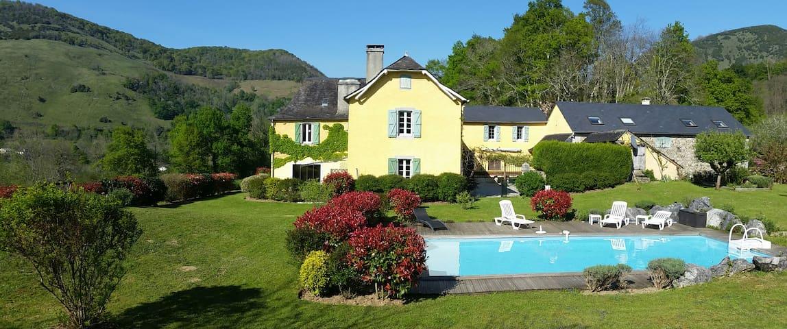 Chambre d'hôtes au coeur du Béarn proche d'Oloron - Arette - Pension