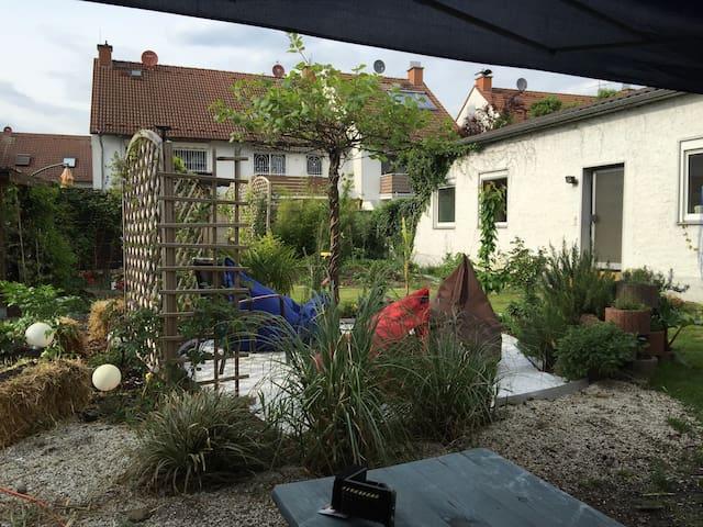 DG - bis max. 6 Pers. - Küche-Bad-Garten, ca. 40qm - Obertshausen - Wohnung