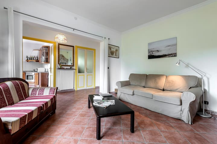 Luxury apartment in Villa I Due Padroni/ B&B - Montecalvo Versiggia - Daire