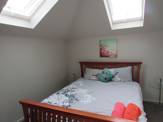 Modern 2 bedroom Townhouse in Hughesdale - Hughesdale - Daire