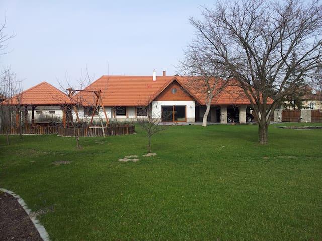 Spacious, new family house, 3 bedrooms, Poroszló - Poroszló - Casa