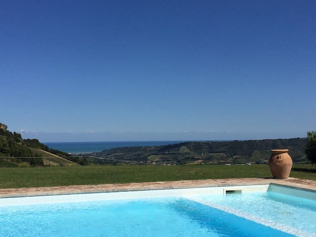 Stunning Italian Countryside Estate - Montefiore Dell' Aso (AP), Italy - Huis