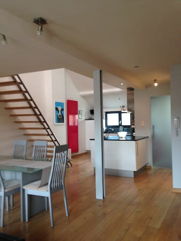 Modern duplex apartment 10 miles from Bruges. - Blankenberge - Leilighet