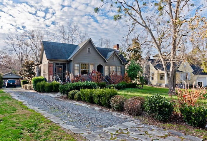 Charming 1930s home 1/2 mile from interstate - Chattanooga - Hus
