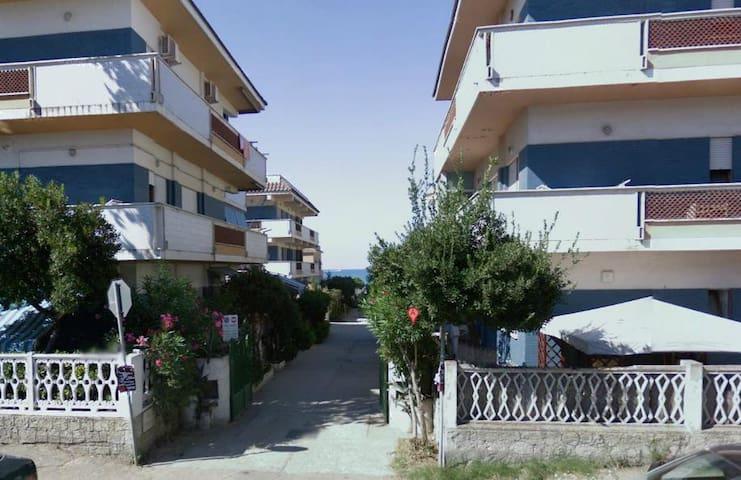 Appartamento 100mq a 20m dal mare,vicino zooMarine - Torvaianica - Квартира