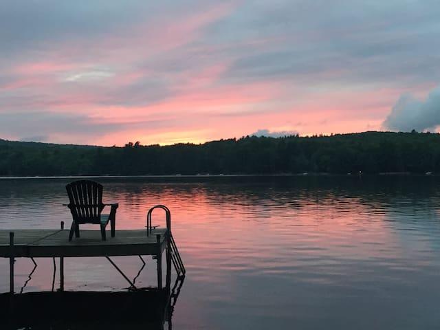 Beautiful Maine Lakefront Cottage - Poland - Talo