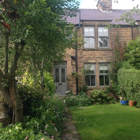 Traditional  Cottage near Bakewell - Baslow, Near Bakewell - Penzion (B&B)