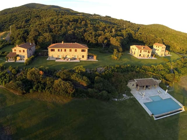 La Lepraia - High Standard Property on wide Estate - Castellina Marittima - 一軒家