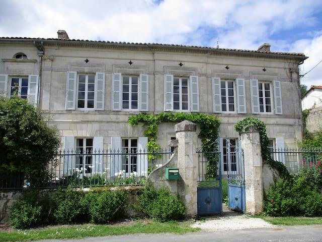 Renovated watermill, Charente Maritime - Champagnac - Casa