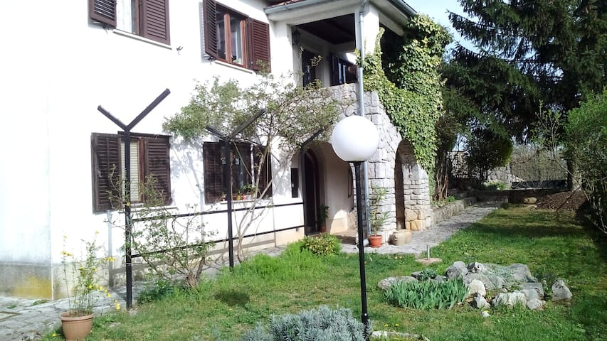 Apartment (+parking) ideal for one day trips - Veli Brgud