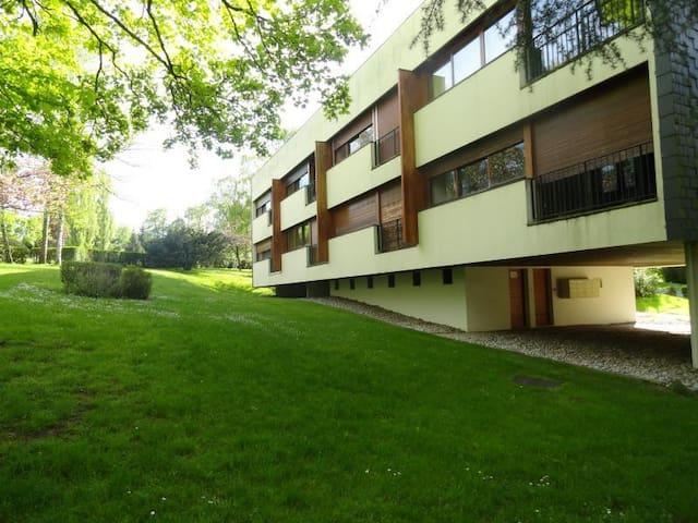 Appartement F2 en pleine nature au coeur d'un golf - Le Coudray-Montceaux