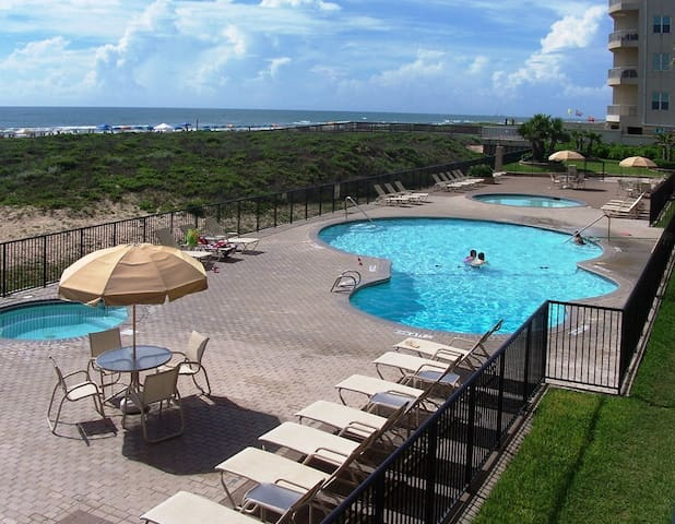 Beachfront Condo / Great View / Great Location - South Padre Island - Huoneisto