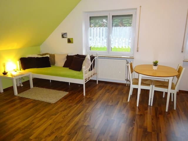 Ruhiges 2-Zimmer-Apartment 20 Minuten zur Messe - Wendelstein - Wohnung