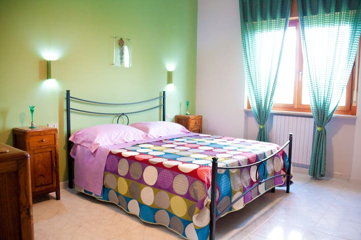 Giano, luminosa stanza matrimoniale in B&B - Benevento - Bed & Breakfast