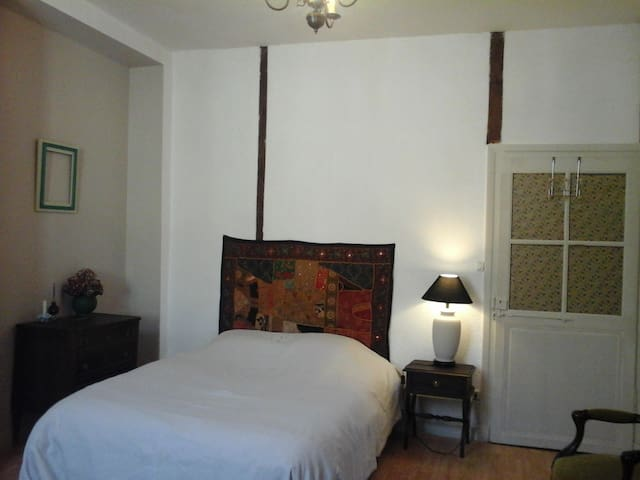 Chambre en centre ville - Saint-Céré - Appartement