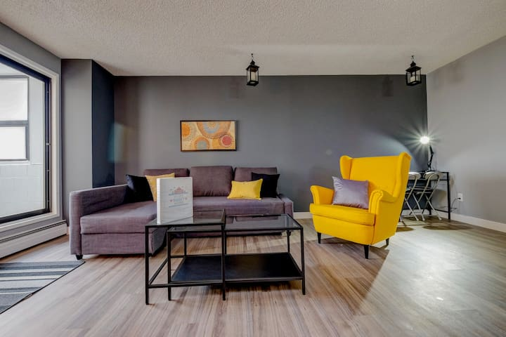 Stylish DT Condo: 2 blocks from Stampede & BMO! - Calgary - Apartment