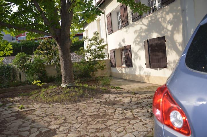 Appart indépendant ds villa ac piscine côté Arènes - Béziers - Vila