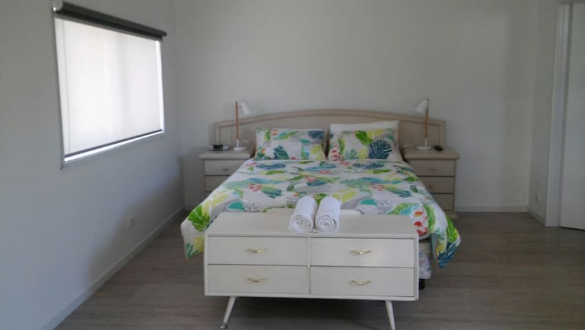 Self contained Bungalow 170 Thompson Ave - Cowes - Appartement