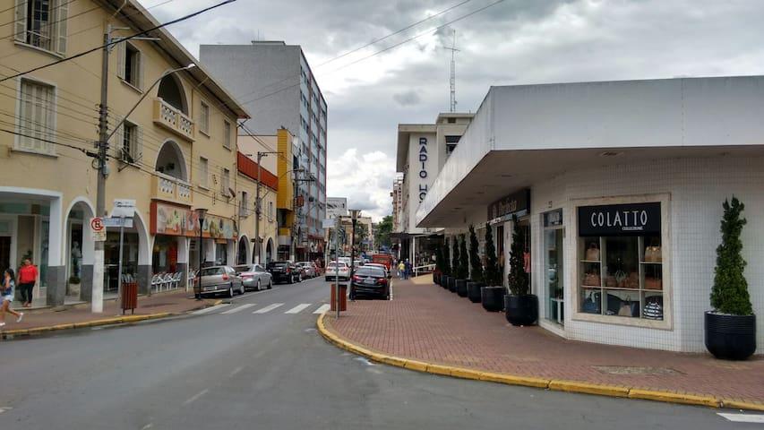 Apartamento Central em frente ao Rádio Hotel - Serra Negra - Leilighet