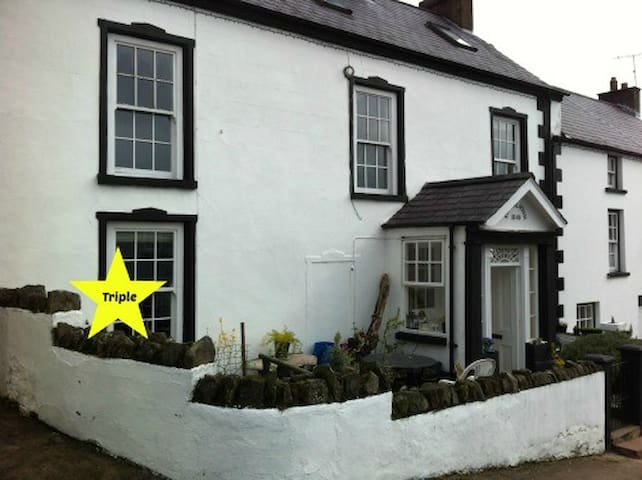 Rooms in the heart of the village - Cushendall - Casa