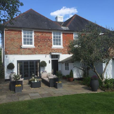 Ingram House -Georgian Farm House - Hurst Green