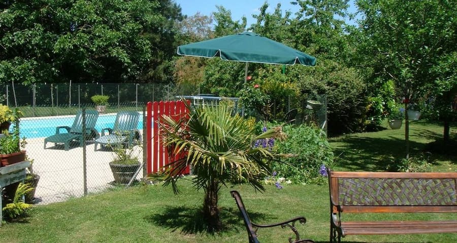 Charming vacation rental with pool/ Chambord - Messas - Huis