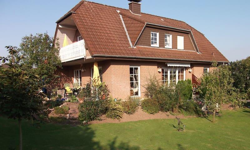 """Ferienwohnung """"Haus Alexandra"""" - Bad Driburg - Casa"""