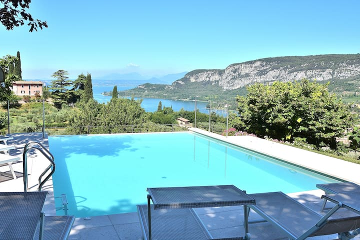 Cà Cantoni, 10 Sleeps Villa With Pool & Stunning Views In Garda - Garda - Casa